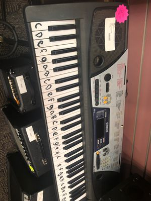 Yamaha keyboard with charger 212598-1 for Sale in Louisville, KY
