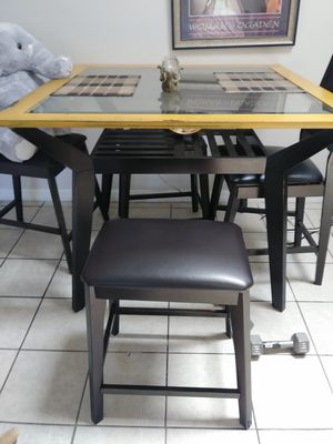 Dining table with 2 chairs and 2 leather bar stools for Sale in Bartow, FL