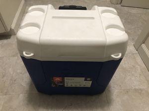 $25 Igloo holds 43 cans max for Sale in Honolulu, HI