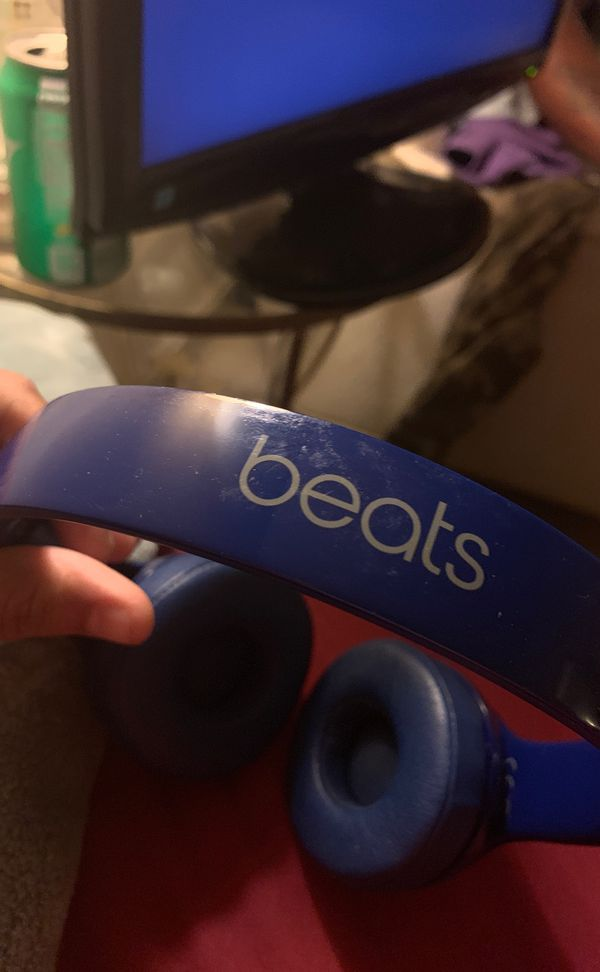 Blue beat solo headphones including red Aux