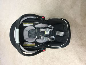 Graco Snugride click connect 35 car seat with base for Sale in Coppell, TX