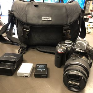 Nikon D3300 SLR canera 24.2 MP W 18-55 Lens 2 Batt Charger Bag And Sd Card No Trades Pick Up In Tacoma for Sale in Tacoma, WA