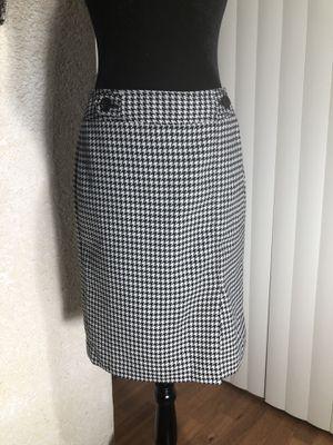 ANNE TAYLOR... houndstooth pencil skirt for Sale in Sarasota, FL