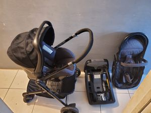 LIKE NEWWW 3 IN 1 EVENFLO STROLLER TRAVEL SYSTEM WITH CAR SEAT AND BASE for Sale in Miami, FL