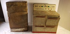 Vintage / Antique Stove and Refrigerator - bigger doll size for play for Sale in Lorain, OH