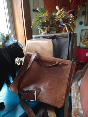 Beautiful Village Tannery Burgundy Messenger Bag for Sale in Chicago, IL