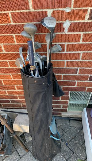 Golf clubs and bag right handed for Sale in Madison Heights, MI