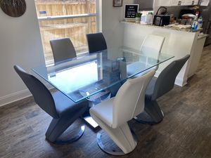 Dining room / kitchen table for Sale in Wesley Chapel, FL