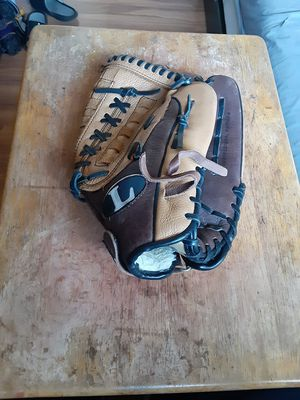 Softball glove for Sale in Walnut, CA