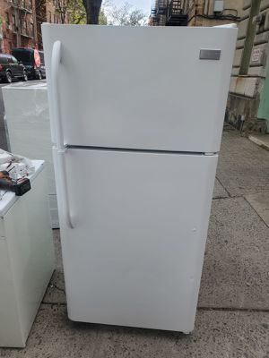 Frigidaire 30in white top freezer refrigerator for Sale in The Bronx, NY