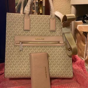Michael Kors Vanilla and Pink Purse and Wallet Set for Sale in Moreno Valley, CA