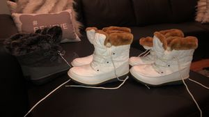Snow boots new 6size . Brand new for Sale in Jacksonville, FL