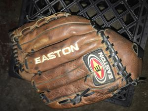 LH Baseball Easton Glove for Sale in MIDDLEBRG HTS, OH