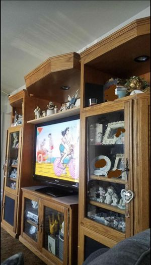OAK TV STAND/ENTERTAINMENT CENTER !!! for Sale in Whittier, CA