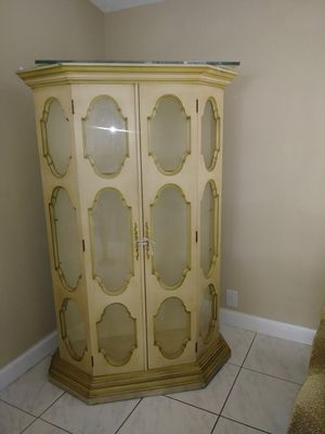 free cabinet..pick it up now..free free free for Sale in Pompano Beach, FL