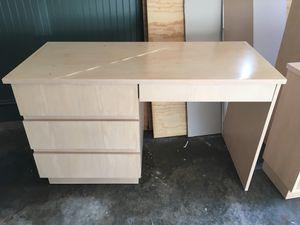Desk with Hutch for Sale in Atlanta, GA