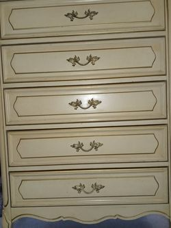 Vintage French Provincial Dresser for Sale in Columbus,  OH