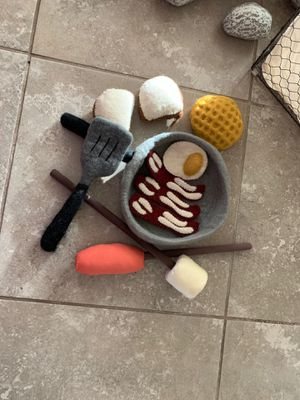 The Land Of Nod campfire cook set for Sale in Clovis, CA