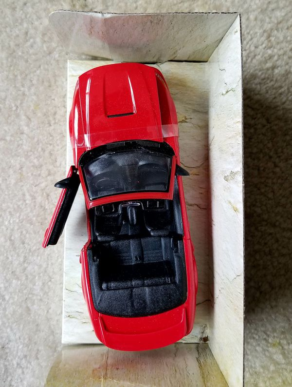 1:24 Display Maisto Special Edition Red 99 Ford Mustang GT Convertible