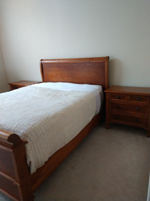 Queen Sleigh Bed with matching night stands & dresser for Sale in Mount Vernon, WA