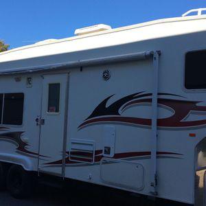 07 Weekend Warrior fifth wheel Trailer for Sale in Las Vegas, NV