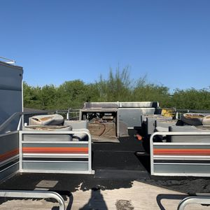 Sun Tracker Pontoon boat 24 foot party barge for Sale in Mesa, AZ