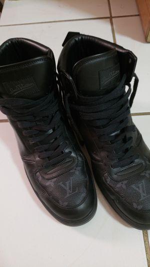 Louis Vuitton size 9 Sneakers (100% Original) for Sale in Miami, FL