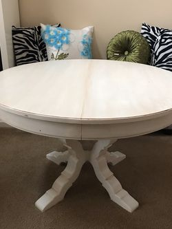 Round Table - Off White Glazed Finish for Sale in Federal Way,  WA