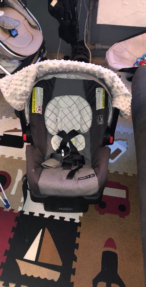 Baby car seat ,vibrates chair ,4 moms swing for Sale in Brooklyn, NY
