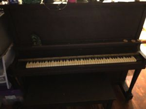 Antique piano FREE for Sale in Bedford, MA