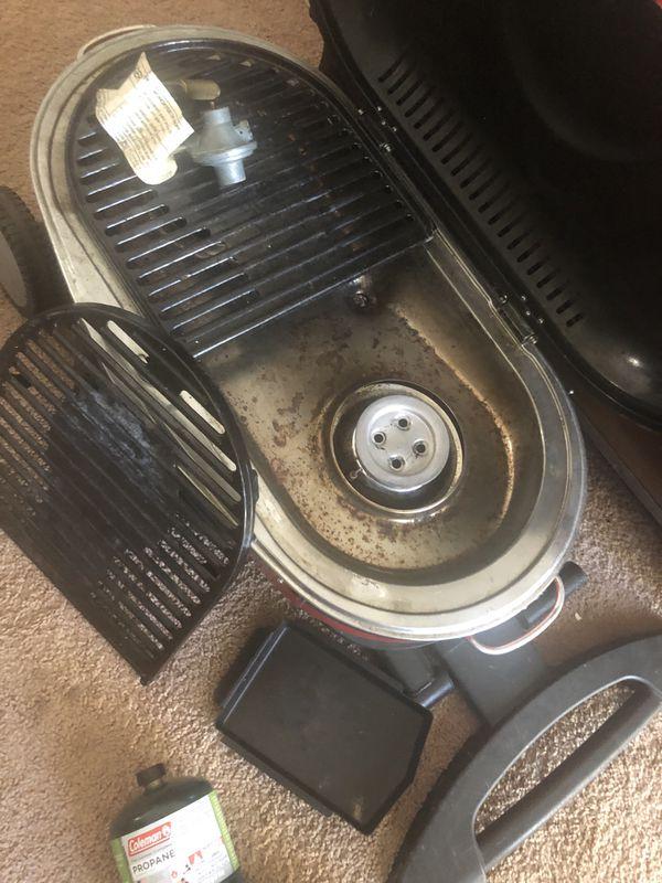 Older model Coleman Roadtrip Gas grill w/wheels