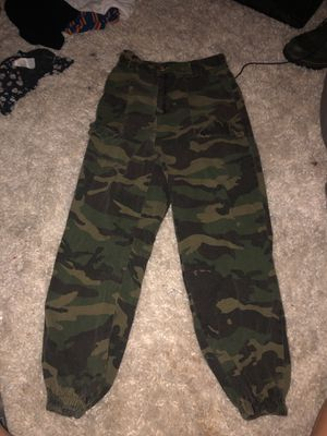trendy baggy camo pants for Sale in Sherwood, OR