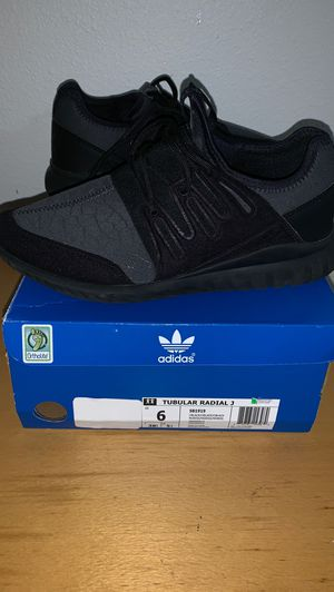 womens size 6 ADIDAS for Sale in Portland, OR