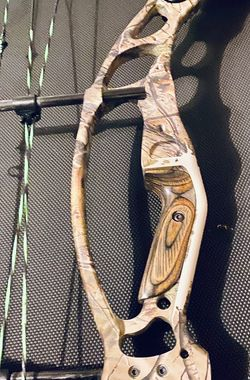Hoyt Compound bow for Sale in Alexandria,  VA