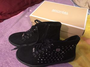 New MK girl shoes size 5 still with the box for Sale in Pflugerville, TX