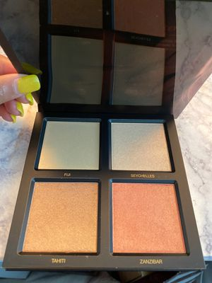 Huda beauty 3D highlighter palette for Sale in Colleyville, TX