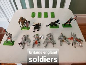 Lot B Vintage Britains And Deetail Warriors 10 Figures And 4 extra/separate green metal plates for Sale in Falls Church, VA