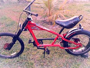 A NICE BIKE STINGRAY BLACK AND RED RUNS PERFECT for Sale in Boca Raton, FL