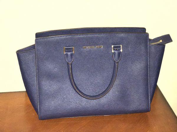 75bededc439b Navy Blue Michael Kors Bag for Sale in Miami, FL - OfferUp
