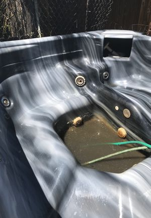Free hot tub for Sale in Brooks, OR