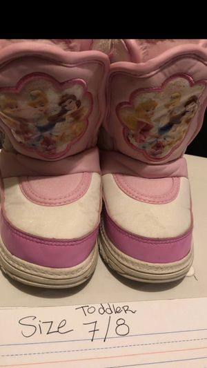 Snow boots toddlers size 7/8 very warm for Sale in Los Angeles, CA