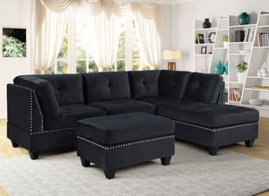 New black velvet sectional with ottoman for Sale in Houston, TX