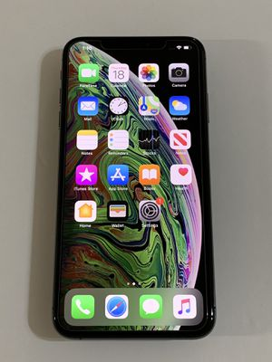 Factory Unlocked iPhone XS Max 64GB Like New w/ Apple Warranty for Sale in Garden Grove, CA