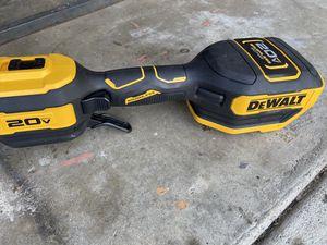 DeWalt 20 V rechargeable weedeater for Sale in Cerritos, CA