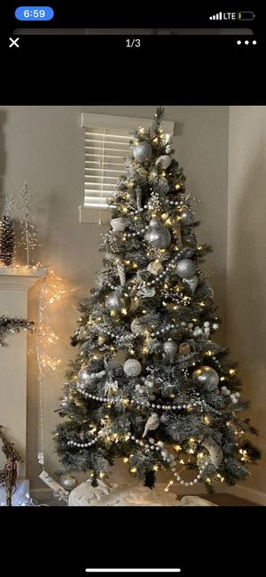 Christmas tree prelinght 7:5 f for Sale in Gresham, OR