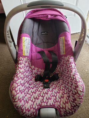 Purple infant car seat for Sale in Council Bluffs, IA