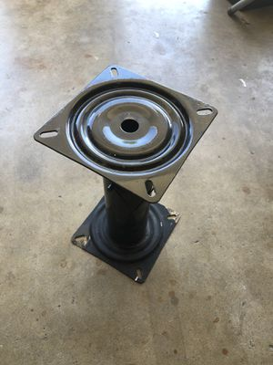 Captain's chair pedestal swivel base mount for boat fishing. for Sale in Cypress, CA