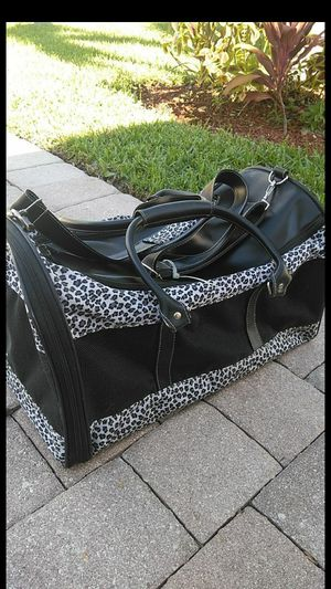 Pet carrier for Sale in Royal Palm Beach, FL