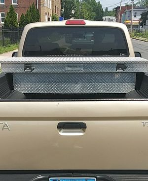 Toyota tacoma aut.2.4 litros. 80.000 miles. Good condition. $5.500 i located in hartford for Sale in Hartford, CT