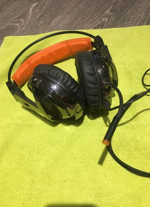 Sade's Headphones/mic for PC OR PS4 (not X-BOX) for Sale in Phoenix, AZ
